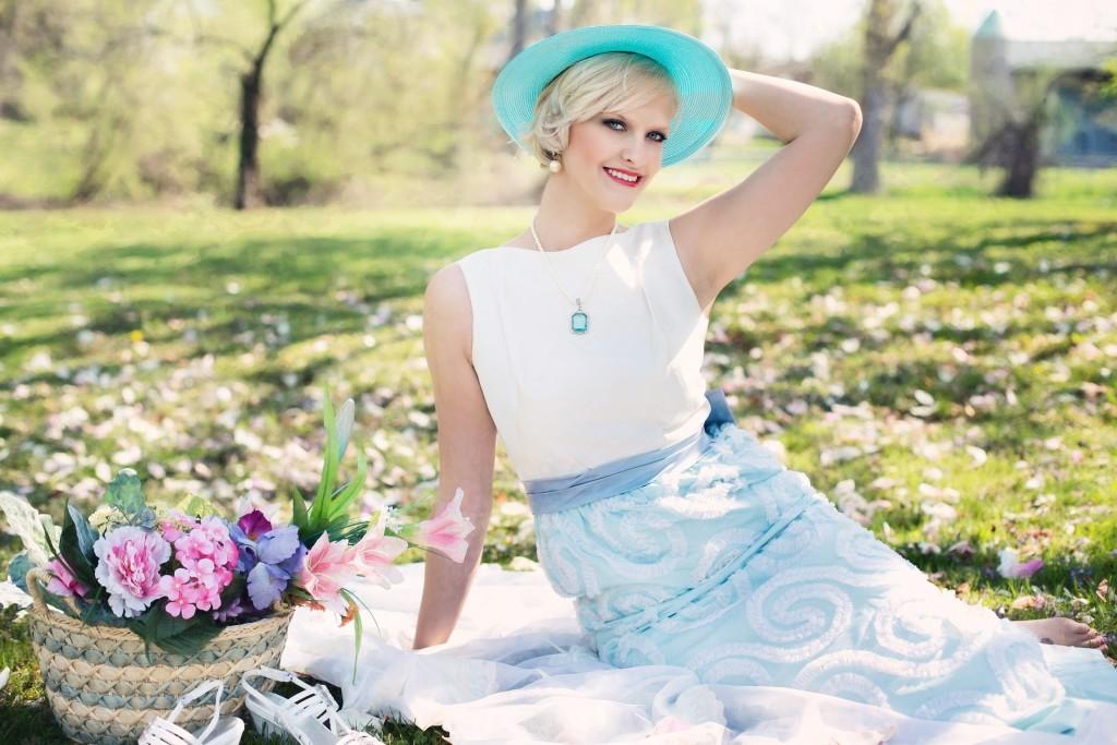 beautiful-woman-764078_1920